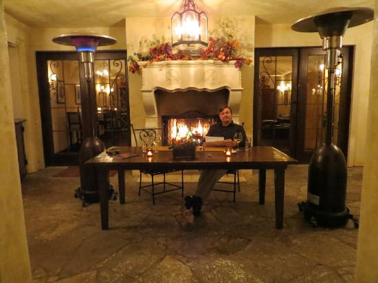Kenwood Inn and Spa: dinner in the courtyard