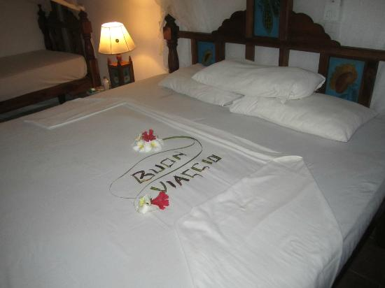 Jacaranda Beach Resort : Letto camera