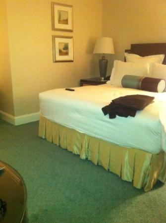 The Ritz-Carlton, Washington DC: typical bedding in the Ritz