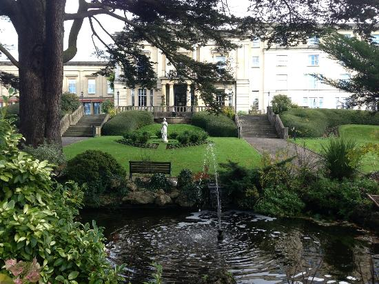 Macdonald Bath Spa Hotel: Grounds looking to the front of the hotel