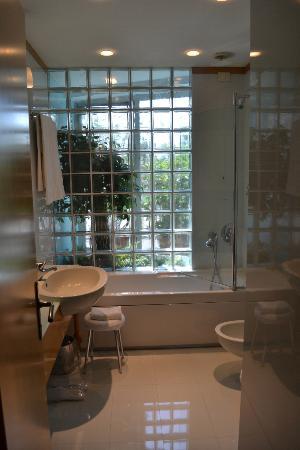 Hotel Spadari al Duomo: Banheiro lindo!