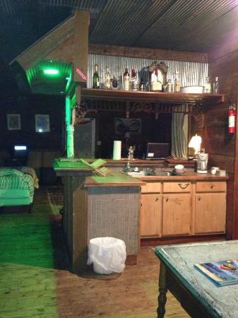 Shack Up Inn: kitchen/bar