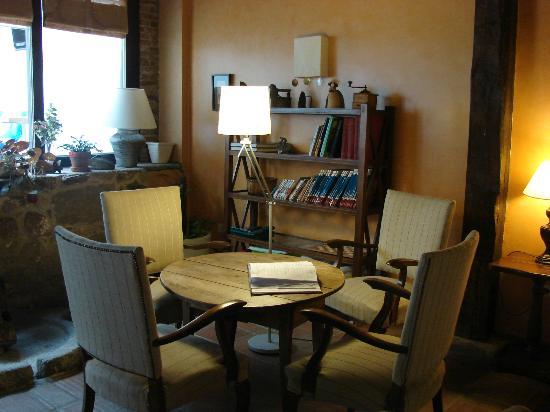 Posada Real De Esquiladores: Otro rincon de la sala de estar