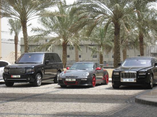Grosvenor House Dubai: парковка у отеля