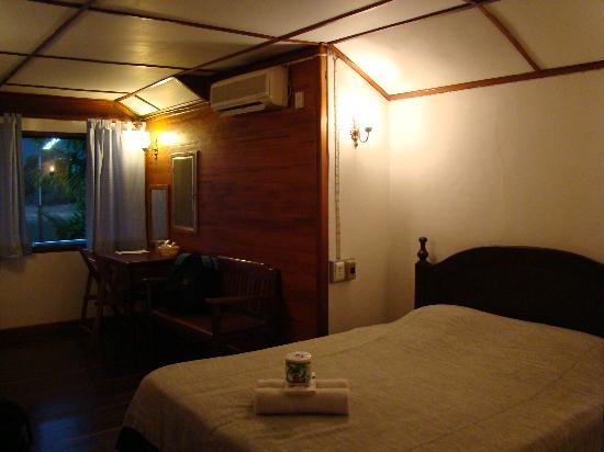 Thavonsouk Resort: River Front Suite Bedroom