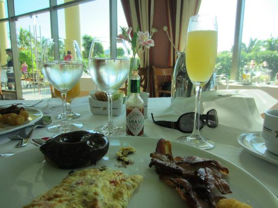 Iberostar Grand Hotel Paraiso: Mimosas for breakfast every morning (Bella Vista)