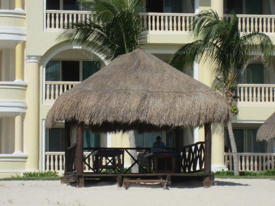 Iberostar Grand Hotel Paraiso: Massage hut in front of bldg 71