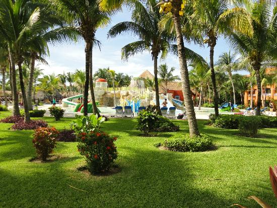 Barcelo Maya Tropical: grounds
