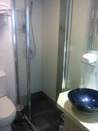 Wifi Hotel: Bathroom