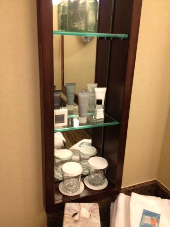 JW Marriott Washington, DC: soaps/shampoos/lotions in bathroom