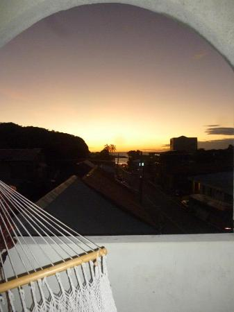 La Terraza Guest House: Sunset from third floor terrace