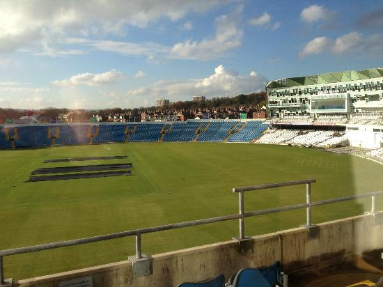 Headingley Lodge: Fab view of the pitch from the room