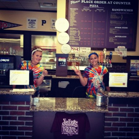Jake's Pizza: Friendly Staff always happy to see you!