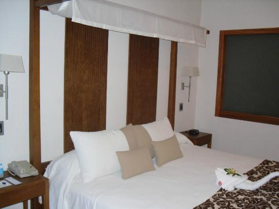Be Live Collection Punta Cana: kingsize bed in honeymoon suite