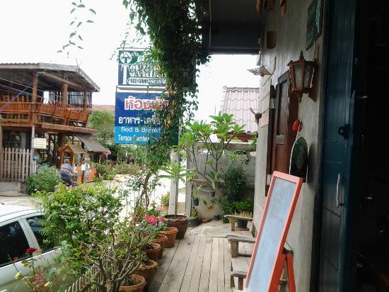 TonKong GuestHouse: Steetside