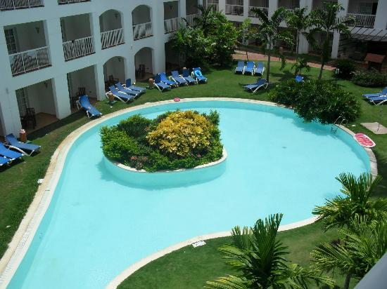 Be Live Collection Punta Cana: the pool behind our room