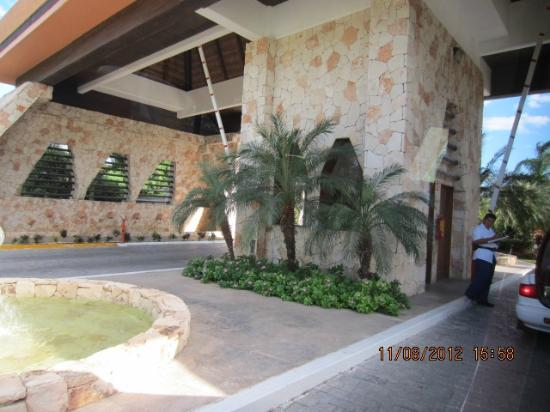 Iberostar Grand Hotel Paraiso: Entrance