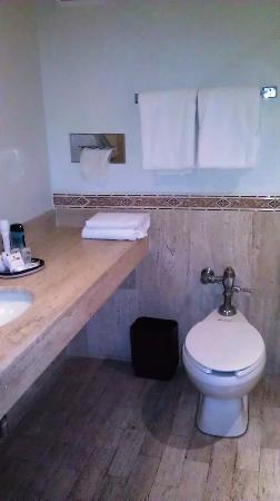 Hotel PF: bath