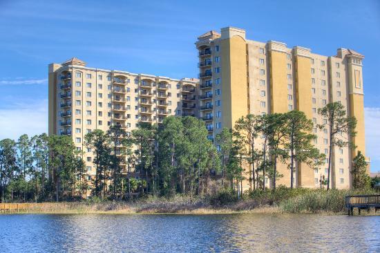 Lake Eve Resort: Exterior View