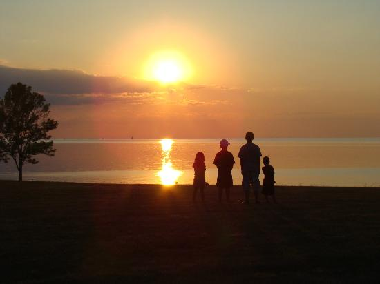 Four Mile Creek State Park: Sunset on Lake Ontario