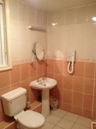 Radstock Hotel: Bathroom