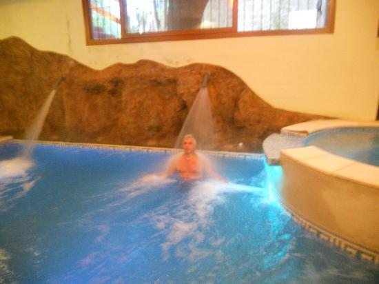 Los Espinillos Hotel & Spa: Pileta climatizada y spa