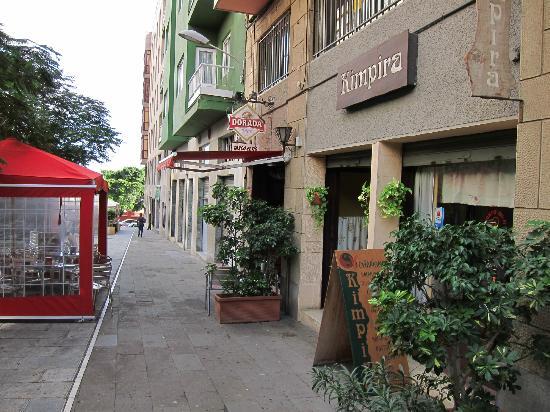 Restaurante Kimpira: La placita donde está el Kimpira