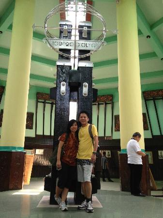Equator Monument: Indise Monument Building