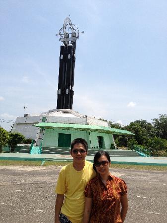 Equator Monument: Outside