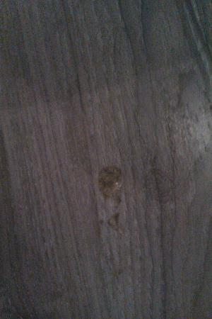 Petit Palace Chueca: harde substantie op de vloer van de kamer