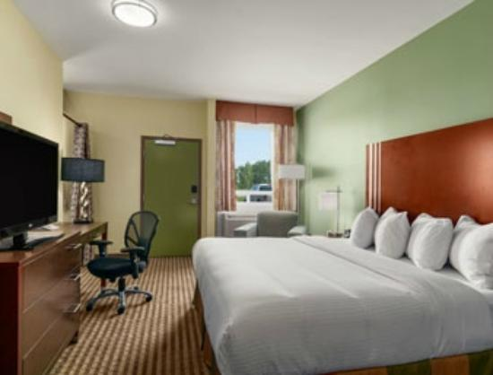 Ramada Carlyle: Cover Suite on Main Floor