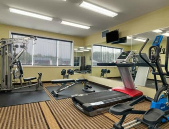 Ramada Carlyle: Fitness Room
