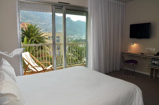 Hotel Palm Garavan : Vue mer et montagne