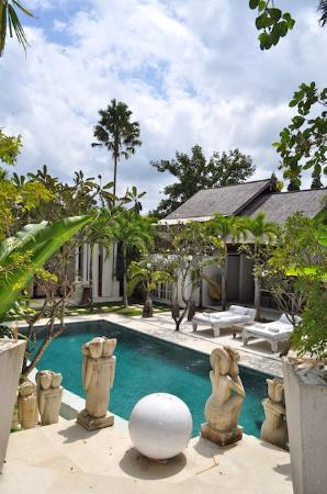Oazia Spa Villas: hidden haven - white villa