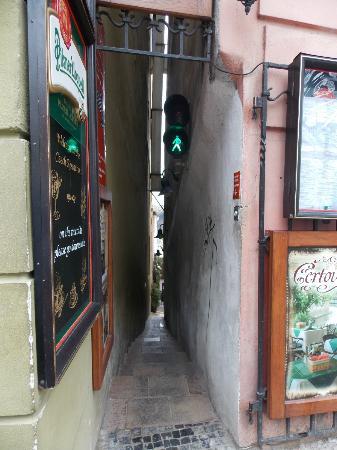 Hotel Raffaello: Самая узкая улочка Праги