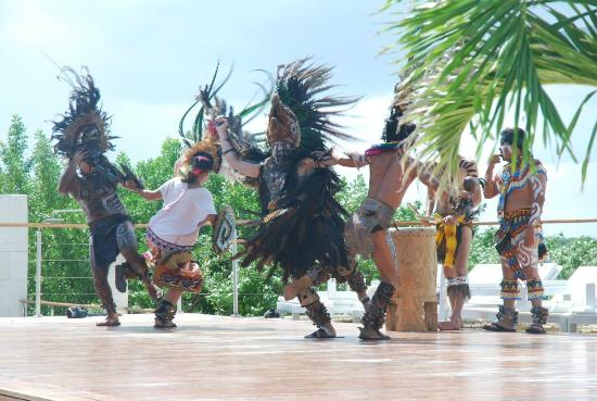 Blue Diamond Luxury Boutique Hotel: Prehistoric Performance