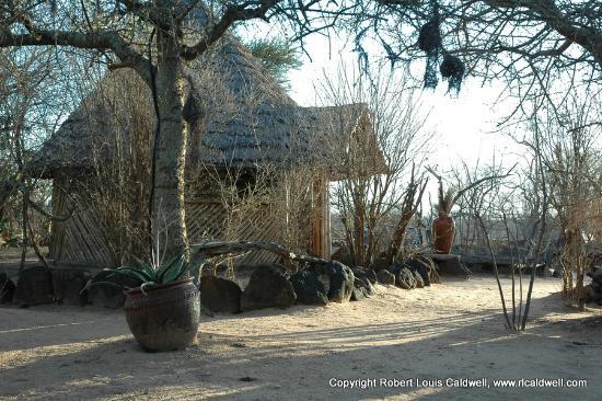 Kikoti Safari Camp: Entrance way