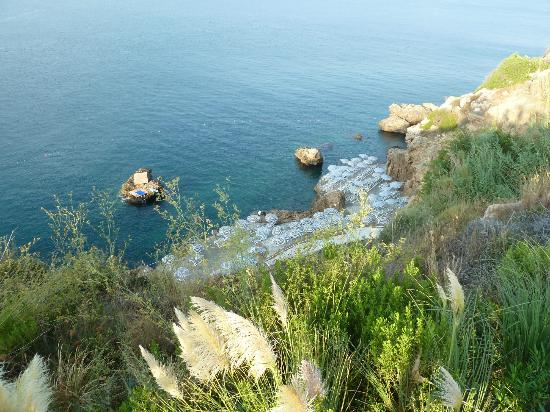 مرمرة أنتاليا: Blick vom Park auf das Badeplateau