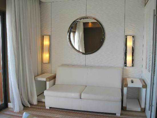 Real Marina Hotel & Spa: The lounge in our suite