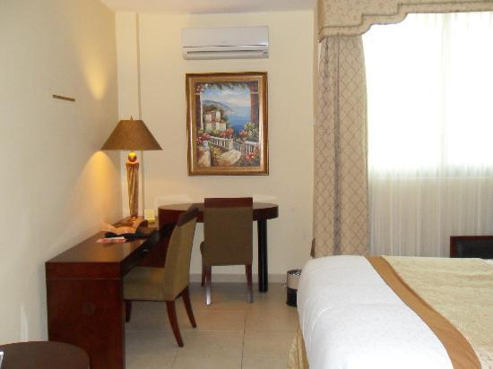 Toscana Inn Hotel: Habitación