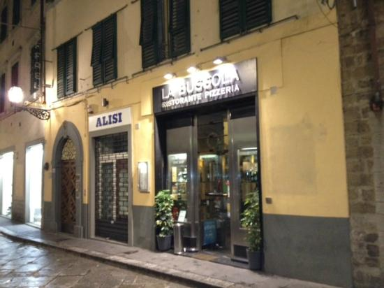 NH Collection Firenze Porta Rossa: pizza almost across the street from the hotel