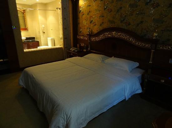 Xinxijie International Hotel: Strange room arrangement but comfortable