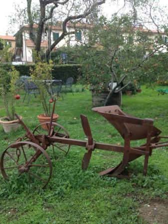 Podere San Gregorio : ancient plow as decor attraction