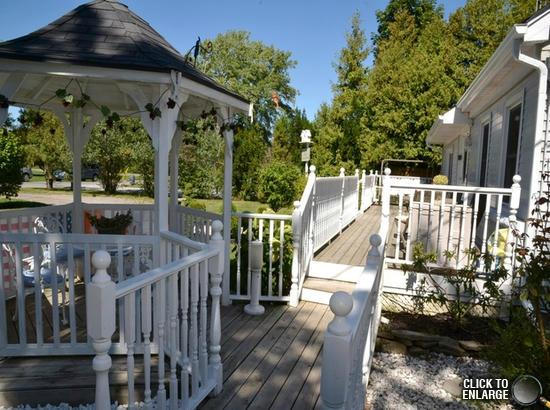 Carbonnel Bed & Breakfast: Front Deck & Gazebo