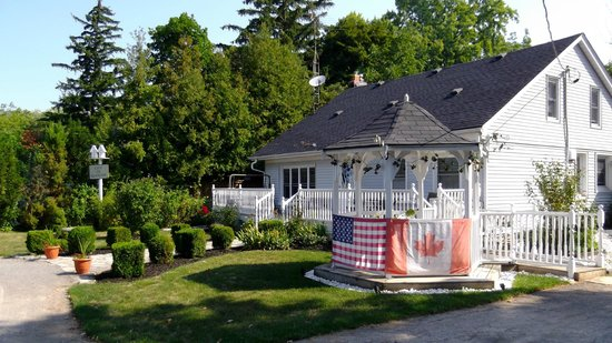 Carbonnel Bed & Breakfast: Canada Day & 4th of July