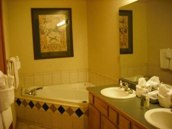 Grand Timber Lodge: Bathroom with all of the latest amenities