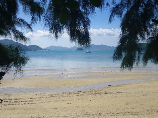 The Panwa Guesthouse: plage cote aquarium