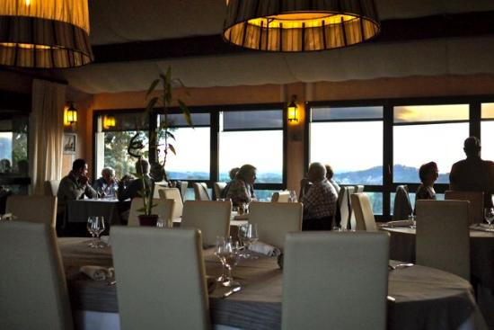 Le Saint Cyr Hotel-Restaurant: The restaurant