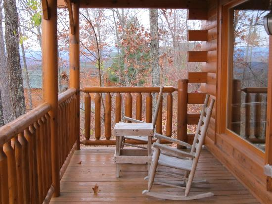 Legacy Mountain Resort: Front porch