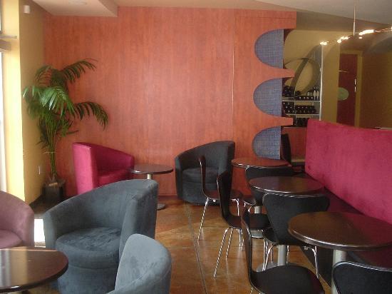Mezzo Ristorante & Lounge: Lounge Area